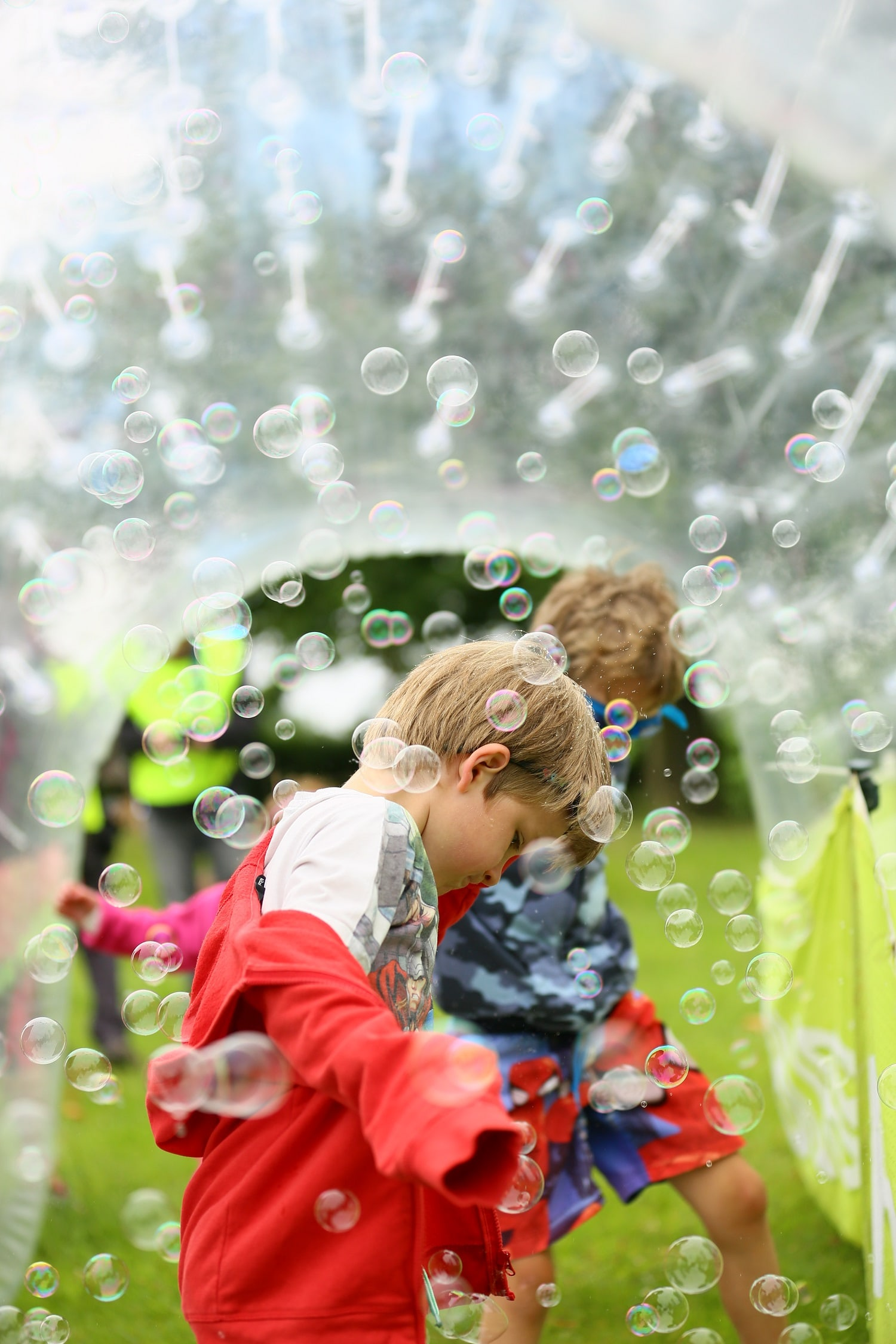 helen-and-douglas-house-bubble-rush-photos-by-les-gordon-8